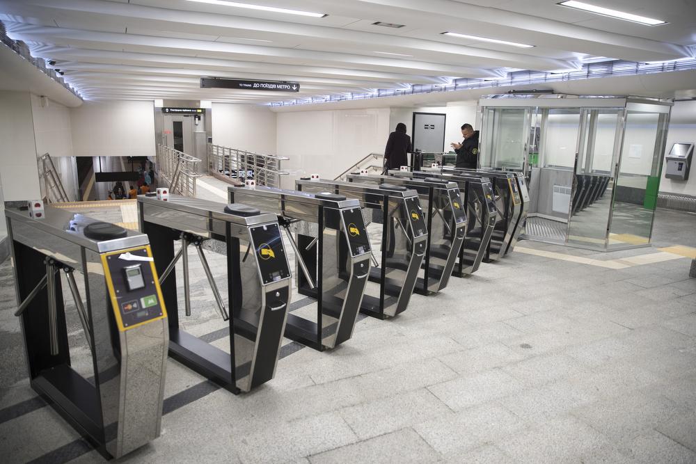 Власти Киева показали обновленный вестибюль станции метро Святошин 04